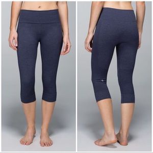 Lululemon Seamlessly Street Crop in Blue. Size 4